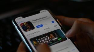 ហ្គេមដែលបង្កើតឡើងដោយក្រុមហ៊ុន DirexPlay ដាក់ដំណើរការលើប្រព័ន្ធប្រតិបត្តិការ iOS របស់ទូរស័ព្ទ iPhone