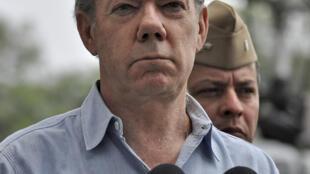 El presidente Juan Manuel Santos despues del ataque contra soldados colombianos el 15 de abril.