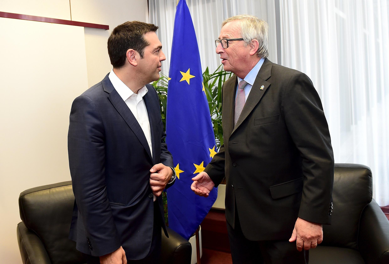 Премьер-министр Греции Алексис Ципрас (слева) и председатель Еврокомиссии Жан-Клод Юнкер на встрече в Брюсселе, 11 июня 2015.