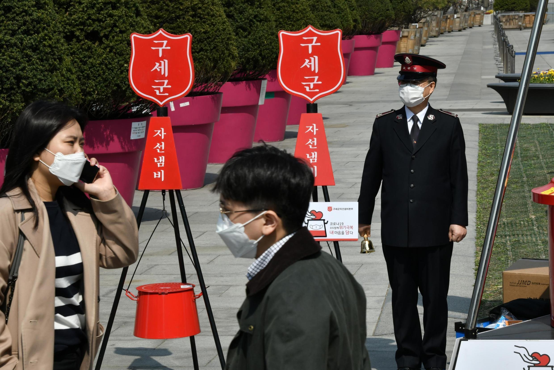 Tại Hàn Quốc, lộ trình di chuyển của người nhiễm virus corona sẽ được theo dõi và thông tin sẽ được chuyển đến điện thoại của dân cư trong khu vực có liên quan.