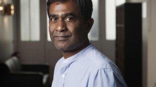 Barlen Pyamootoo est romancier, cinéaste, éditeur et beaucoup d'autres choses en même temps.