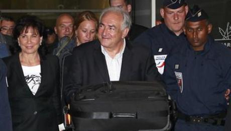 Dominique Strauss-Kahn and his wife Annne Sinclair return to Paris