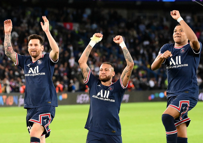 Lionel Messi, Neymar et Kylian Mbappé après la victoire contre Manchester City en Ligue des champions, le 28 septembre à Paris