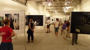 Visa pour l'Image, liên hoan nhiếp ảnh phóng sự tại Perpignan thu hút hàng năm 200.000 người tham dự ©A.Ravera