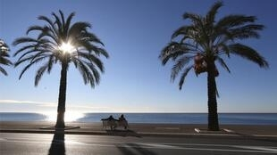 Residents of the French Riviera city of Nice won't be allowed to enjoy a walk on the beach on a sunny weekend for at least two weeks from 26 February 2021, as the government tries to reign in the rampant spread of Covid-19.