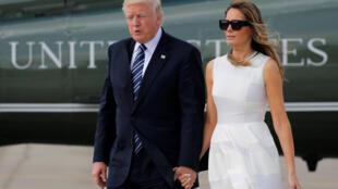 Le couple présidentiel américain s'embarque à bord d'Air Force One pour se rendre à Rome-Fiumicino, le 23 mai 2017.