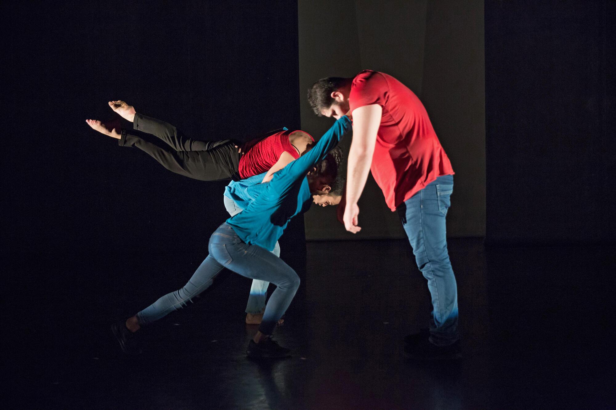 « Dakhla », un spectacle à voir au Festival Suresnes Cités Danse jusqu'au 17 janvier 2017.