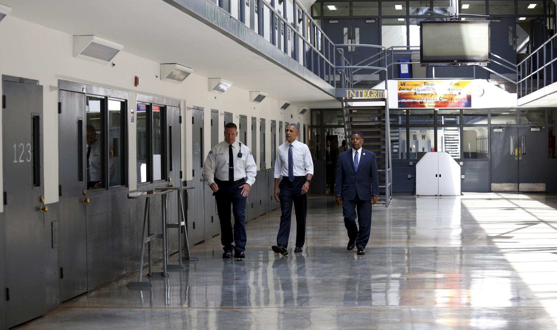 Presidente Barack Obama visita a penitenciária federal de El Reno, Oklahoma.