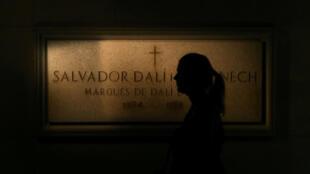 Restos de Dalí devem ser exumados de seu túmulo nesta quinta-feira, dia 20 de julho.