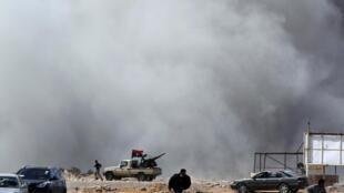 Rebels fight with Kadhafi forces near Ras Lanuf