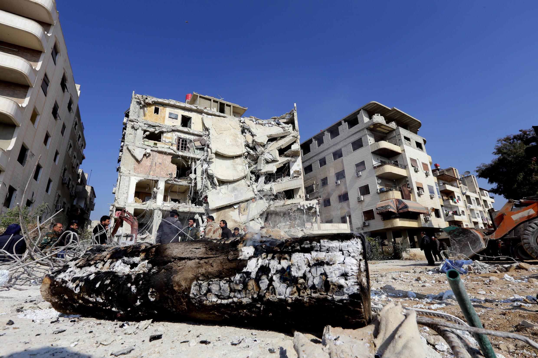 Le bâtiment visé par un raid israélien dans lequel Samir Kantar, figure du Hezbollah, a été tué, près de Damas. Photo prise le 20 décembre 2015.