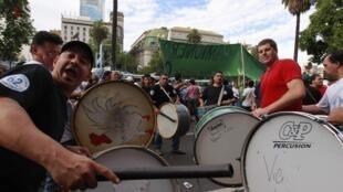 Manifestants dans les rues de Buenos Aires, le 19 décembre 2012.