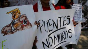 Протест против строительства стены между Мексикой и США