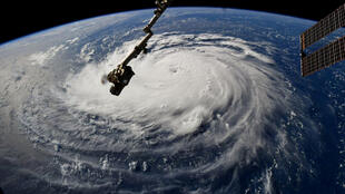 Imagem de satélite mostra furacão Florence chegando à costa leste dos EUA.