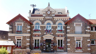 Mairie de Champlan, a typical town hall in France