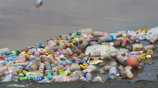 Selon un rapport de WWF, en 2016, la France a rejeté plus de 11000 tonnes de plastique rien qu'en Méditerranée.