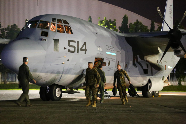 Thủy quân lục chiến Mỹ tới căn cứ Villamor, Pasay, Manila, để hỗ trợ khắc phục thiên tai ở Philippines, 10/11/2013