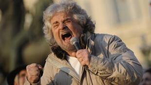 Segundo o analista político da RFI Brasil, Alfredo Valladão, a ascensão do populista Beppe Grillo na Itália é um reflexo da descrença generalizada nos políticos.