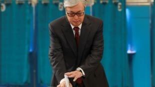 Касым-Жомарт Токаев на избирательном участке 9 июня 2019