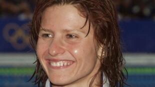 法国游泳健将马拉希尼亚努(Roxana Maracineanu)在悉尼奥运上仰泳200米获得银牌  2000年9月22日