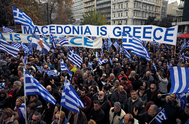 Plusieurs dizaines de milliers de Grecs ont manifesté dimanche dans le centre d'Athènes avant le vote du Parlement grec, fin de semaine, de l'accord de Prespes.