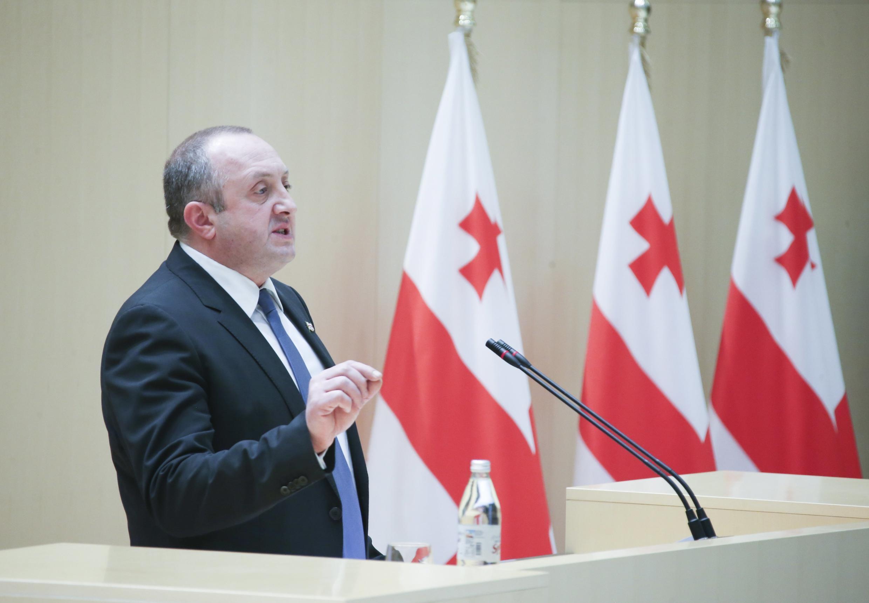 Президент Грузии Георгий Маргвелашвили на сессии парламента в Кутаиси