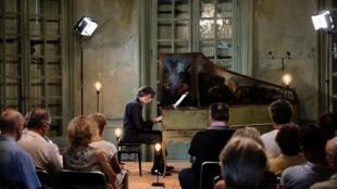 Le claveciniste Frédérick Haas dans le cadre du projet « Scarlatti 555 ».