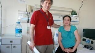En Turquie, le chirurgien Omer Ozkan a réalisé, le 9 août 2011, la première transplantation mondiale d'un utérus sur Derya Sert, 21 ans, née sans  utérus comme environ un femme sur 5.000 dans le monde.