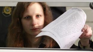 Мария Алехина во время судебного заседания в Березниках 16/01/2012