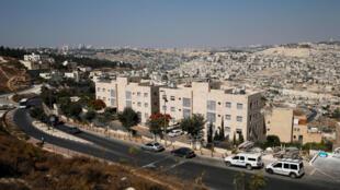 Au premier plan, l'enclave de la colonie juive de Nof Zion et au second plan, le quartier palestinien de Jabal Mukaber (photo d'illustration).