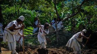 la communauté Arhuaco,  BUNKWAMUKE, préparant un jardin communautaire ARHUACOS - CARLOS PARRA RIOS - @CARLOSPARRARIOS (20)