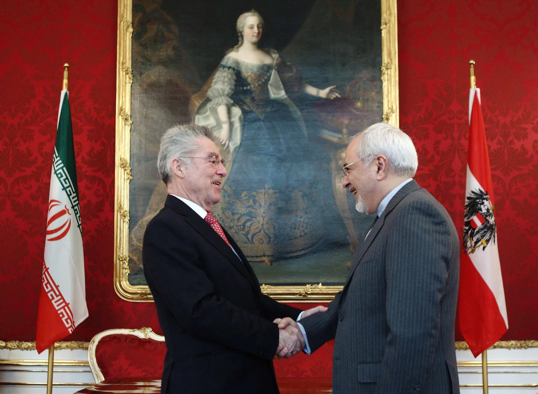 O presidente australiano, Heinz Fischer, recebe o chefe da Organização iraniana de Energia Nuclear (OIEA), Ali Akbar Salehi nesta terça-feira, 18 de fevereiro.