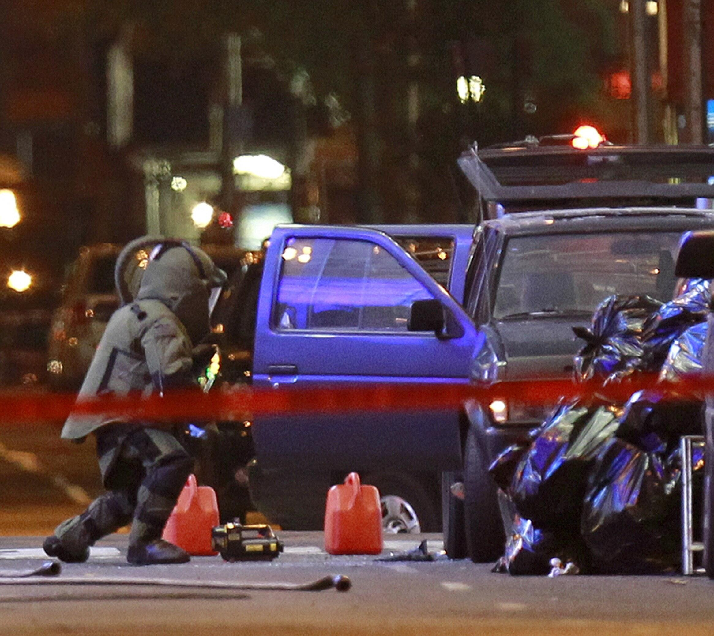 Bomb experts work on the Nissan Pathfinder in Times Square