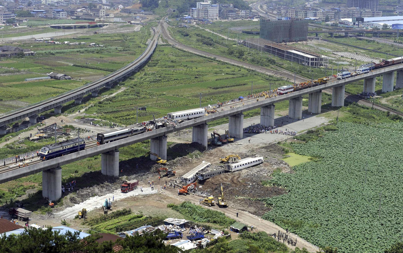 Cảnh tai nạn tàu cao tốc tại Ôn Châu. Ảnh ngày 24/07/2011.