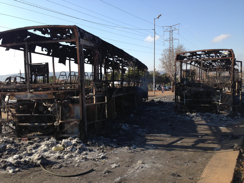 Des bus calcinés à Mamelodi.