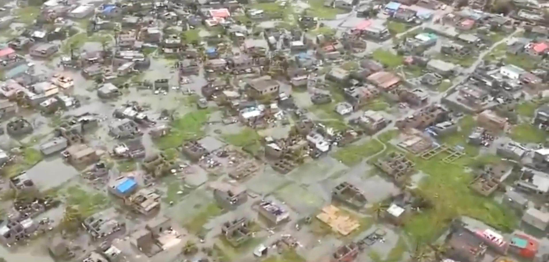 Imagens de helicóptero mostram inundações e danos após a passagem do ciclone Idai em Beira, cidade do centro de Moçambique.