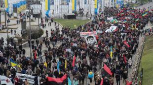 Des militants de Mikheïl Saakachvili manifestent dans les rues de Kiev contre le président ukrainien Petro Porochenko, le 3 décembre 2017.