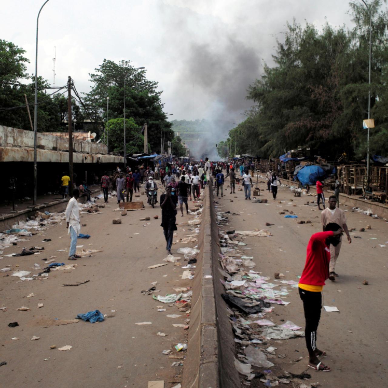 Yadda masu zanga-zangar kin jinin gwamnatin shugaban Mali Ibrahim Boubacar Keita suka lalata titunan birnin Bamako. 10/7/2020.