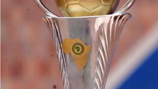 Foto do troféu africano dos vencedores das taças.