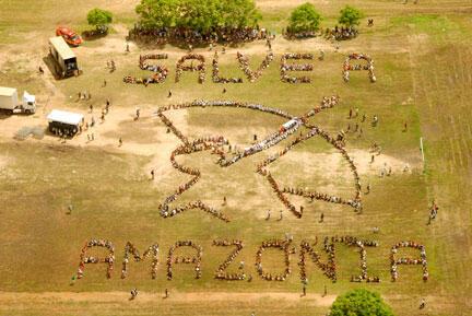 Une vue aérienne des manifestants réunis au Forum social mondial de Belem pour lutter contre la déforestation de l'Amazonie.