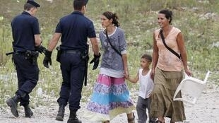 France says it wants to work with Romania and Bulgaria to integrate their Roma minorities.