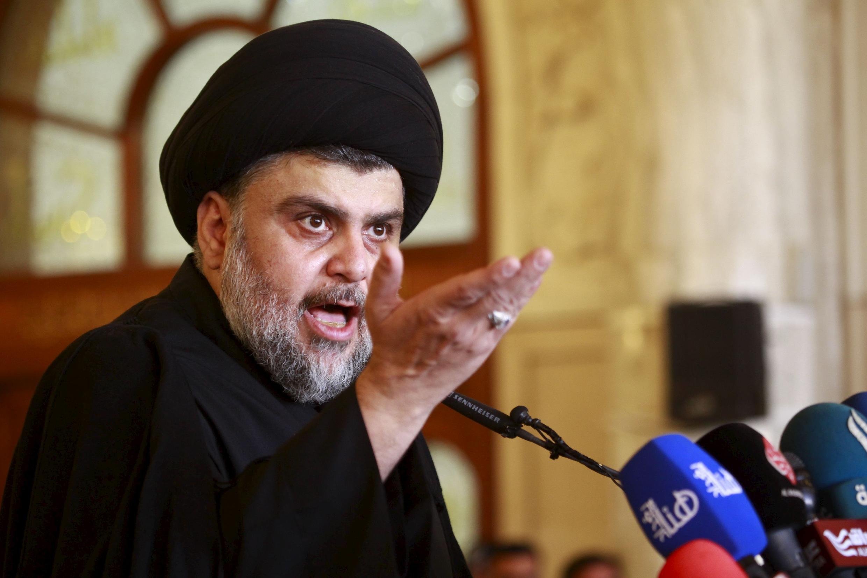 Le leader radical chiite irakien Moqtada Sadr, lors d'un prêche à la mosquée de Kufa, le 11 décembre dernier.