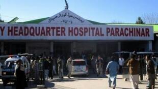 Hospitali kuu ya Parachinar(kaskazini magharibi mwa Pakistan) ambapo watu waliojeruhiwa baada ya mashambulizi ya bomu wamekua wakiletwa, Desemba 13, 2015.