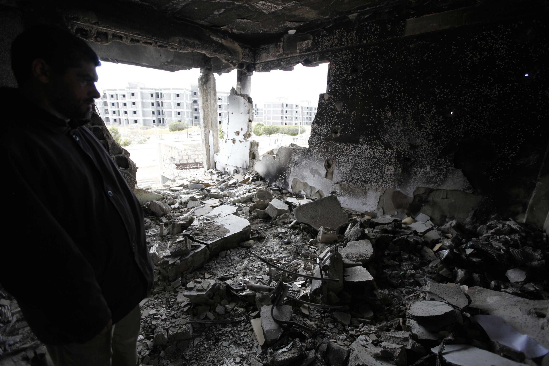 A destruição causada pela guerra civil nos arredores de Homs, em foto desta terça-feira.