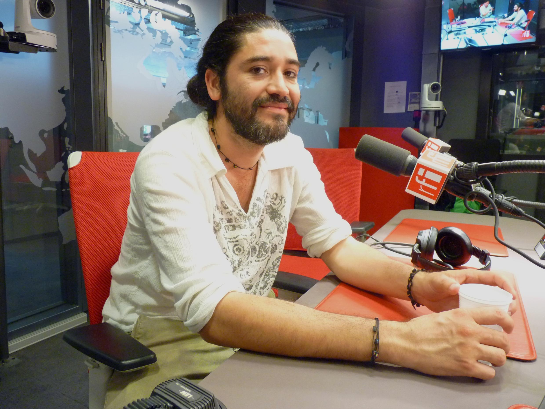 El realizador mexicano José Luis Valle en los estudios de RFI.
