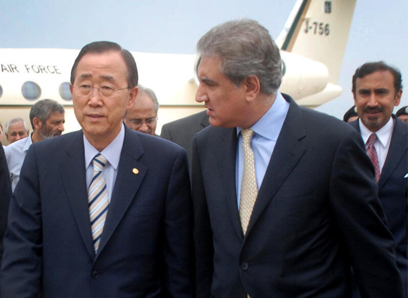 Pakistan's Foreign Minister Shah Mehmood Qureshi with UN Secretary-General Ban Ki-moon in Islamabad