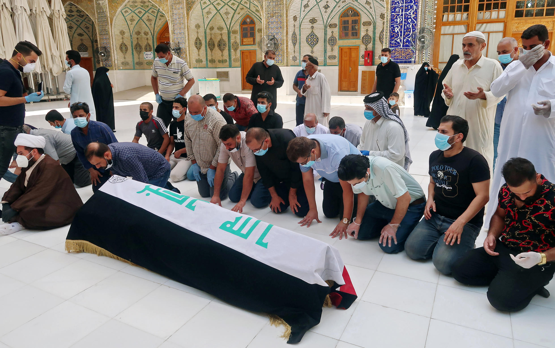 Les funérailles de Hisham al-Hashemi dans la ville sainte de Najaf, en Irak, le 7 juillet 2020.