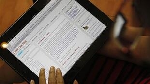 An internet user displays a blog entry on the Quan Lam Bao website at a cafe in Hanoi October 9, 2012.