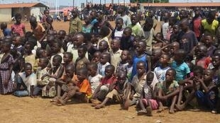Visita do Governo e da ONU - Angola aos centros de refugiados congoleses no Dundo ( Lunda Norte )
