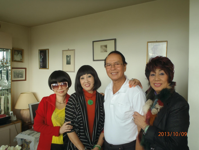 Thanh Kim Huệ, Hà Mỹ Xuân, Thanh Điền và Hà Mỹ Liên  hội ngộ tại Paris  (Ảnh : RFI / Lê Phước)